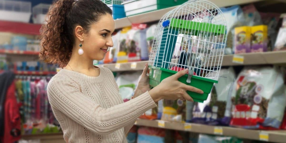 lady buying a mouse cage